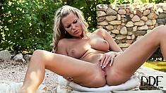 Blonde honey delivers herself tons of pleasure in the garden