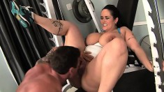 Curvy Carmella Bing has her personal trainer drilling her juicy snatch