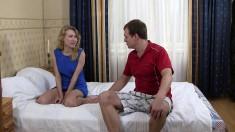 Slim blonde tart spreads her legs to enjoy some heavy slamming