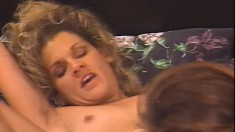 Curvy tart moans while having her slit penetrated with her friend's tongue