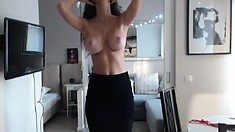 Big boobs amateur brunette babe pawns her twat and fucked