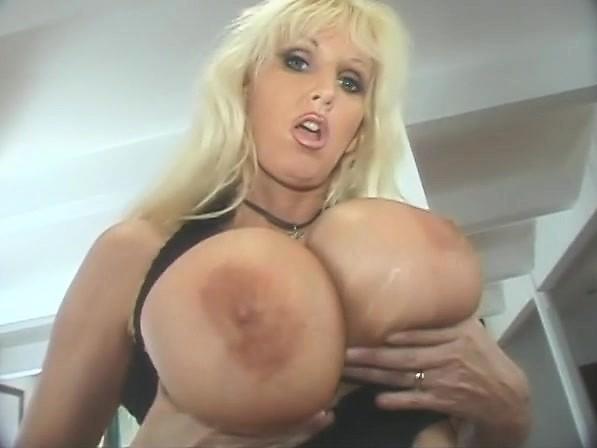 Chubby blonde milf porn