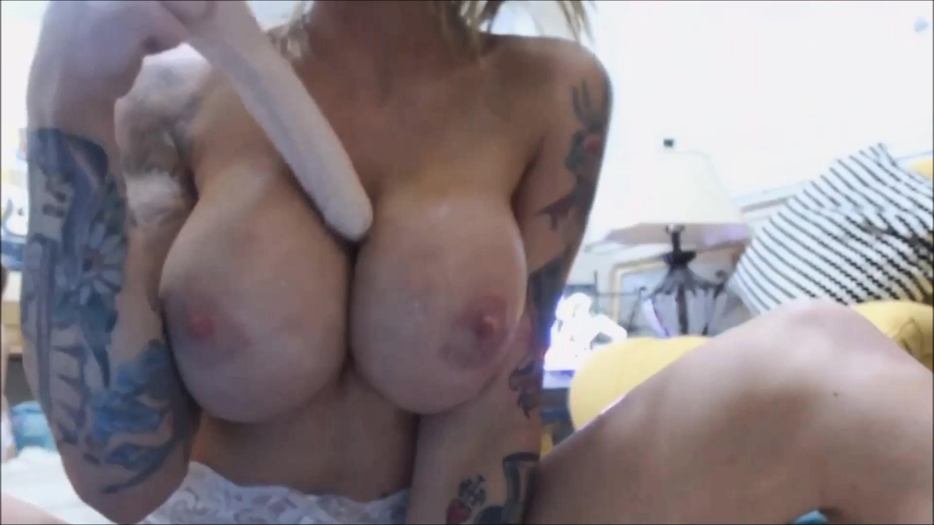 Lesbian Huge Dildo Pussy