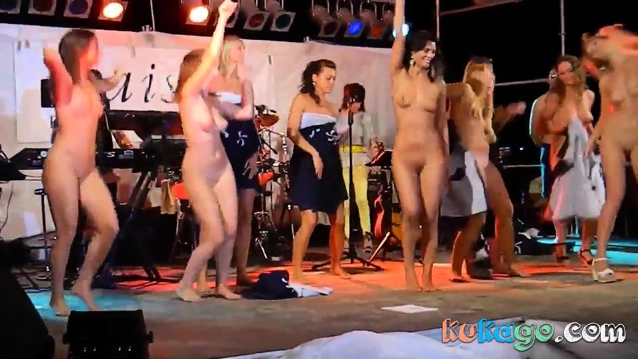 porno-striptiz-na-publike-s-masturbatsiey-video-onlayn-skritaya-kamera-v-vannoy-podglyadivanie