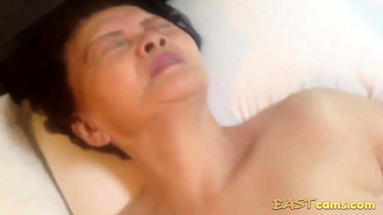 Asian grannie Pornos